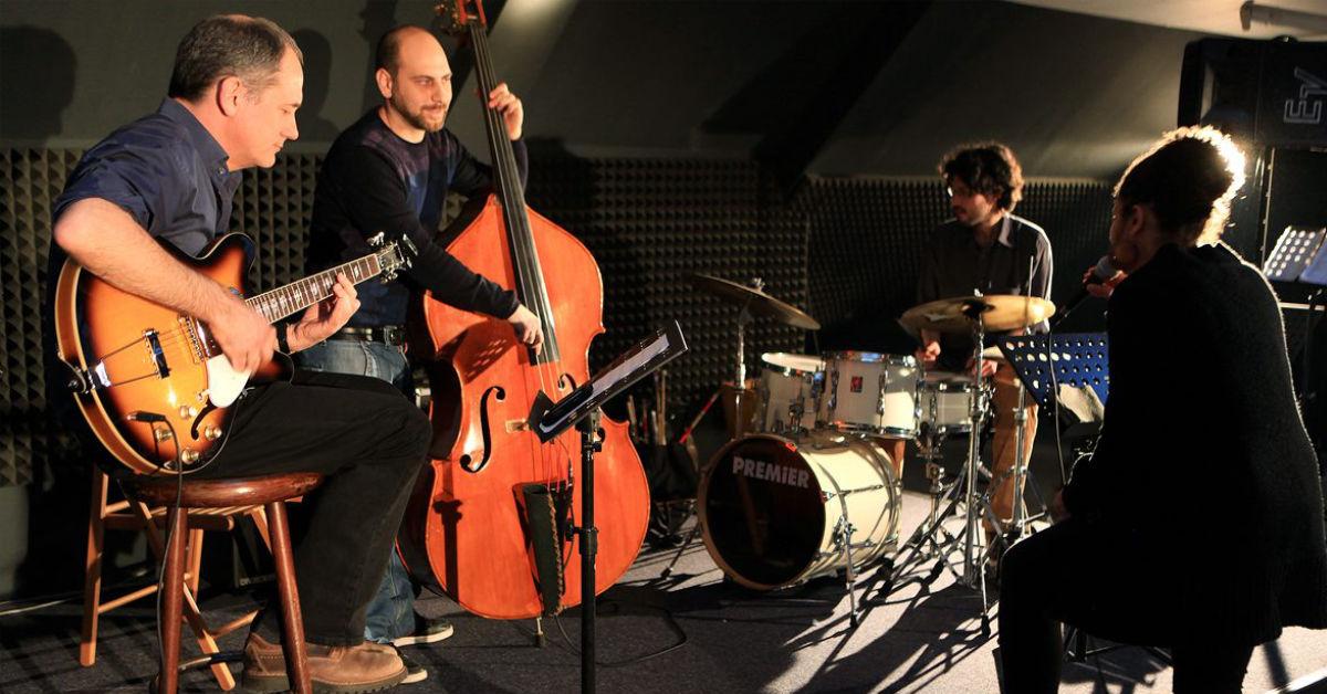 Grundkurs Jazzstandards - Band Foto Schülern und Lehrer